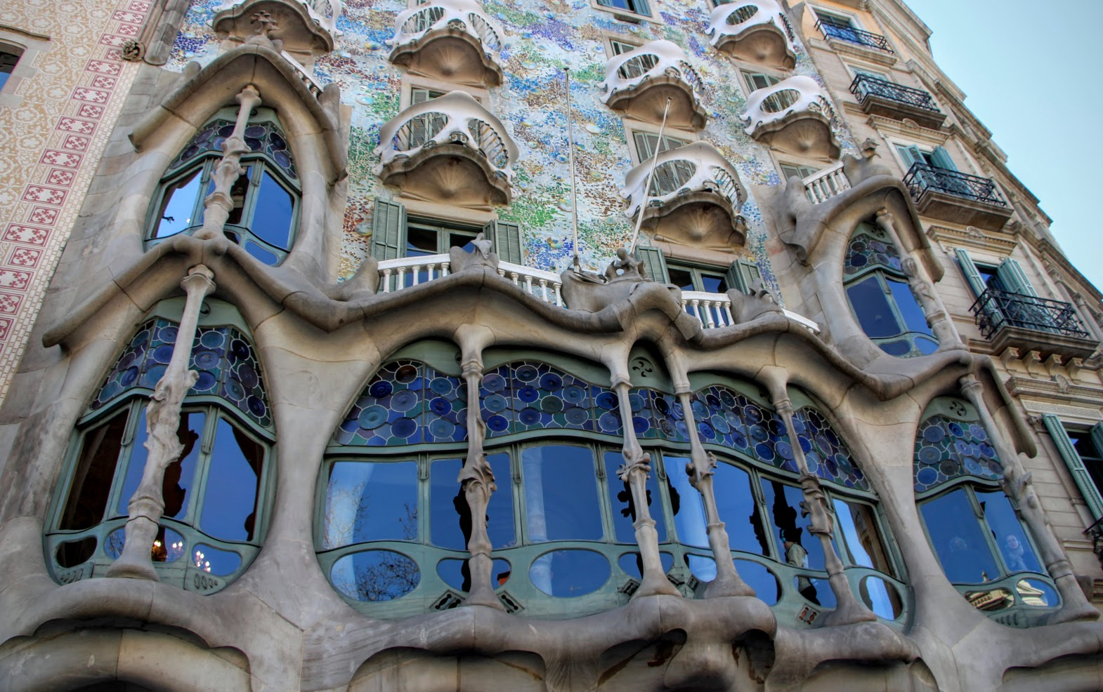 architecture by bike pedaling your own gaudi bike tour in barcelona