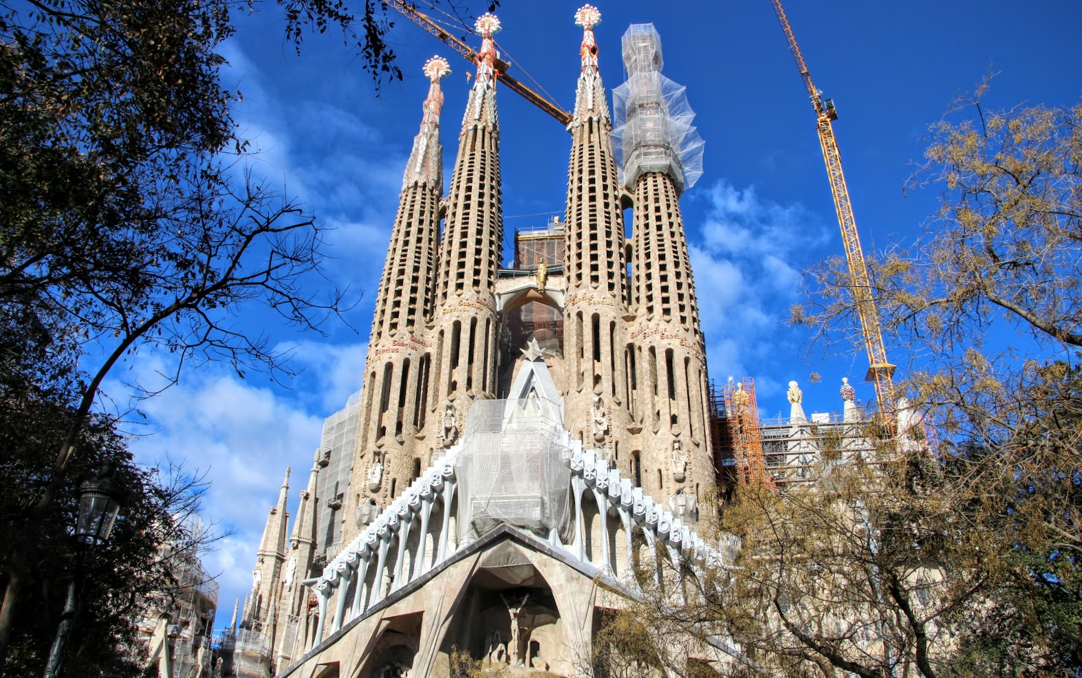 Architect Architecture By Bike Pedaling Your Own Gaudi Bike Tour In