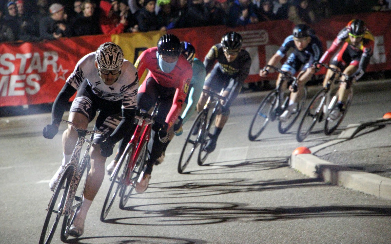 Red Hook Crit 2016: Crazy Crashes and Stunning Victories in